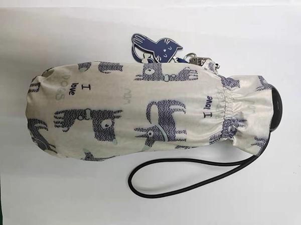 How to fold the umbrella?